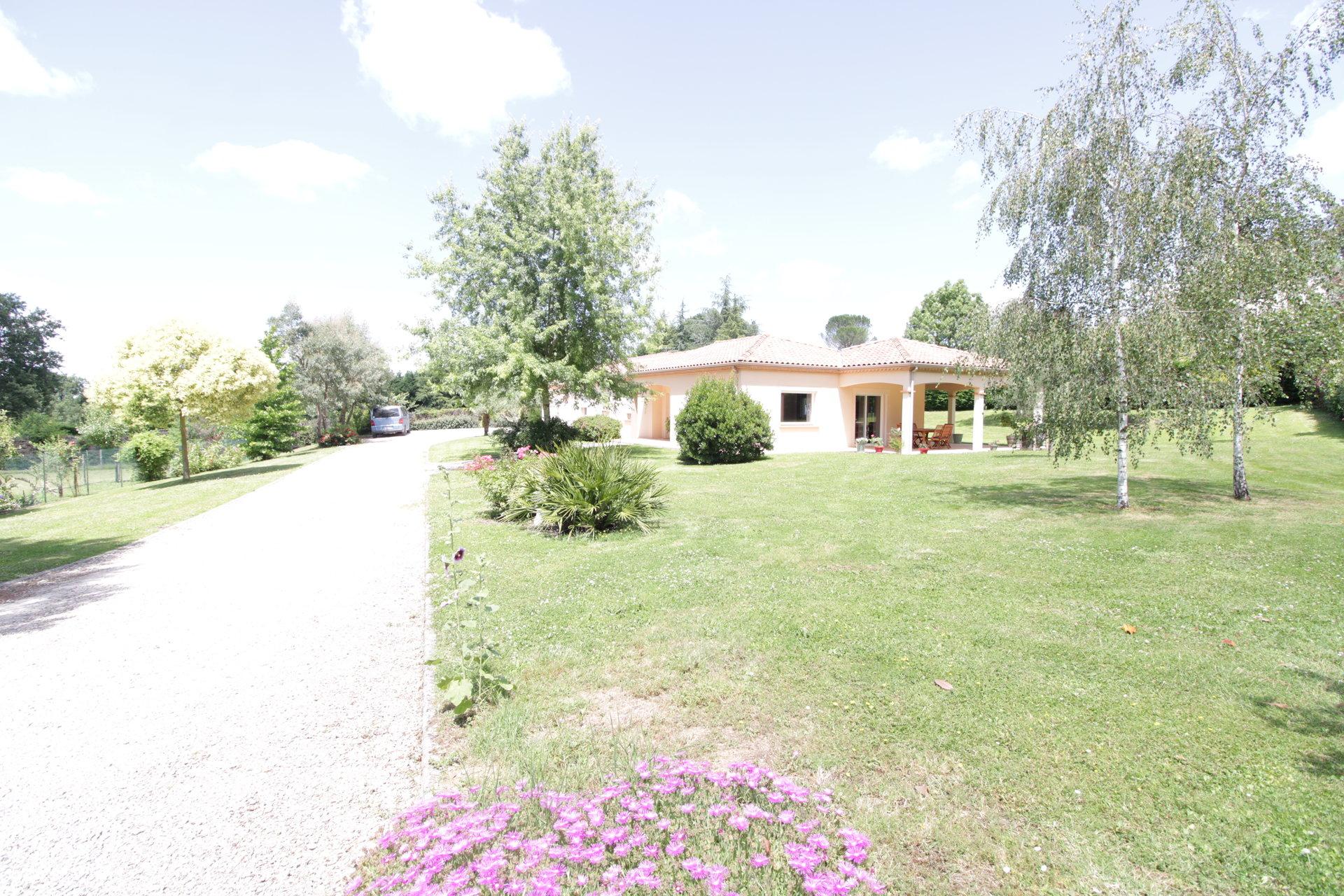 GRAULHET - Magnifique Villa contemporaine T6 sur un parc de 5240m2