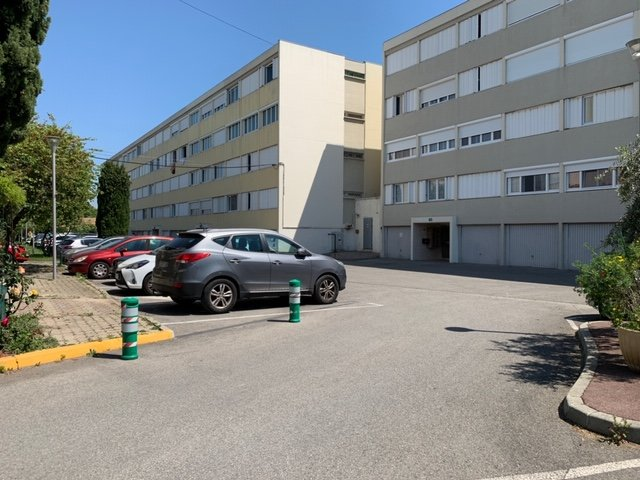 Appartement type 5, 103.92m², 3 chambres, 2 terrasses, cave, parking collectif