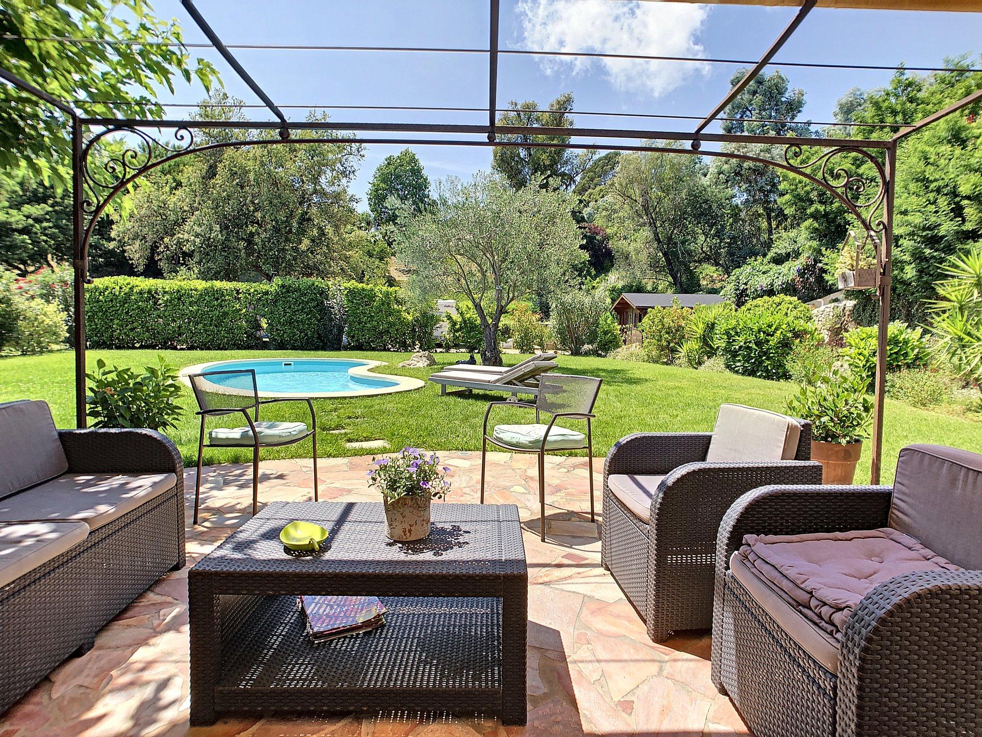 La Roquette Sur Siagne, villa on a flat plot