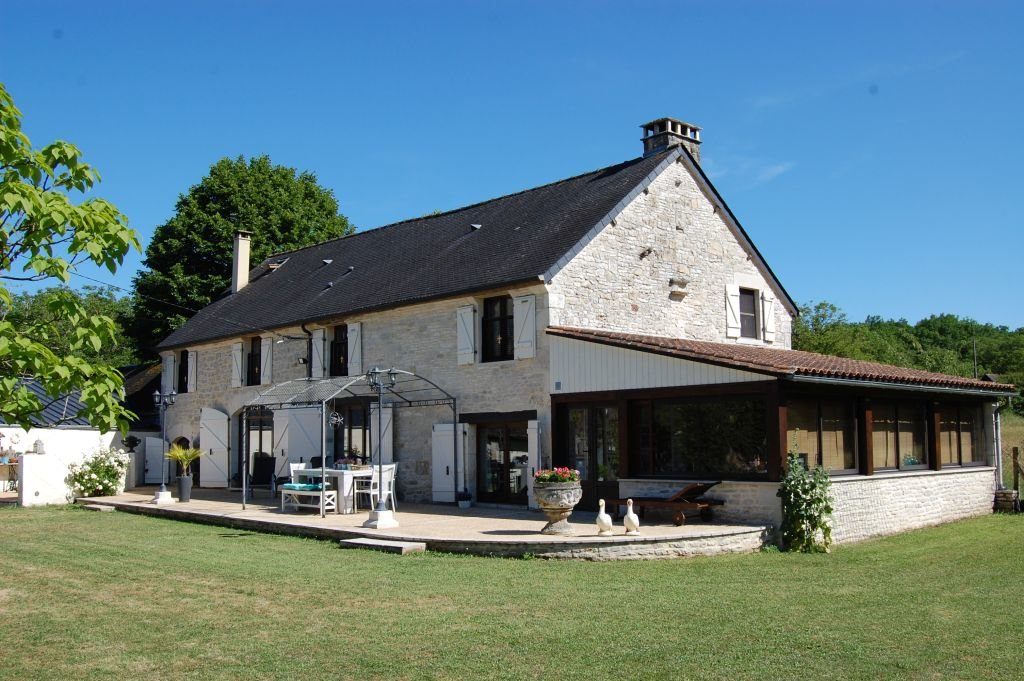 DORDOGNE - Nice property with 2nd house and outbuildings on 1670 m2