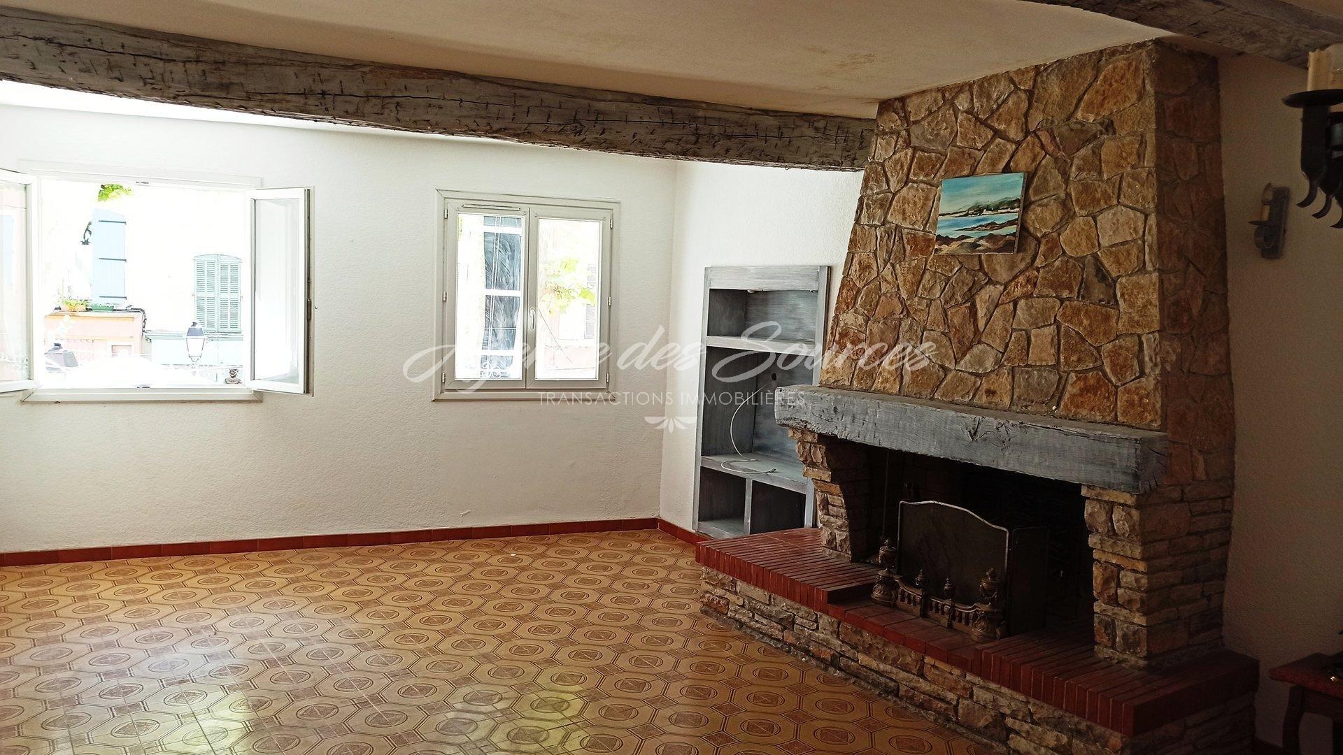 Séjour cheminée 1er étage (29 m²)