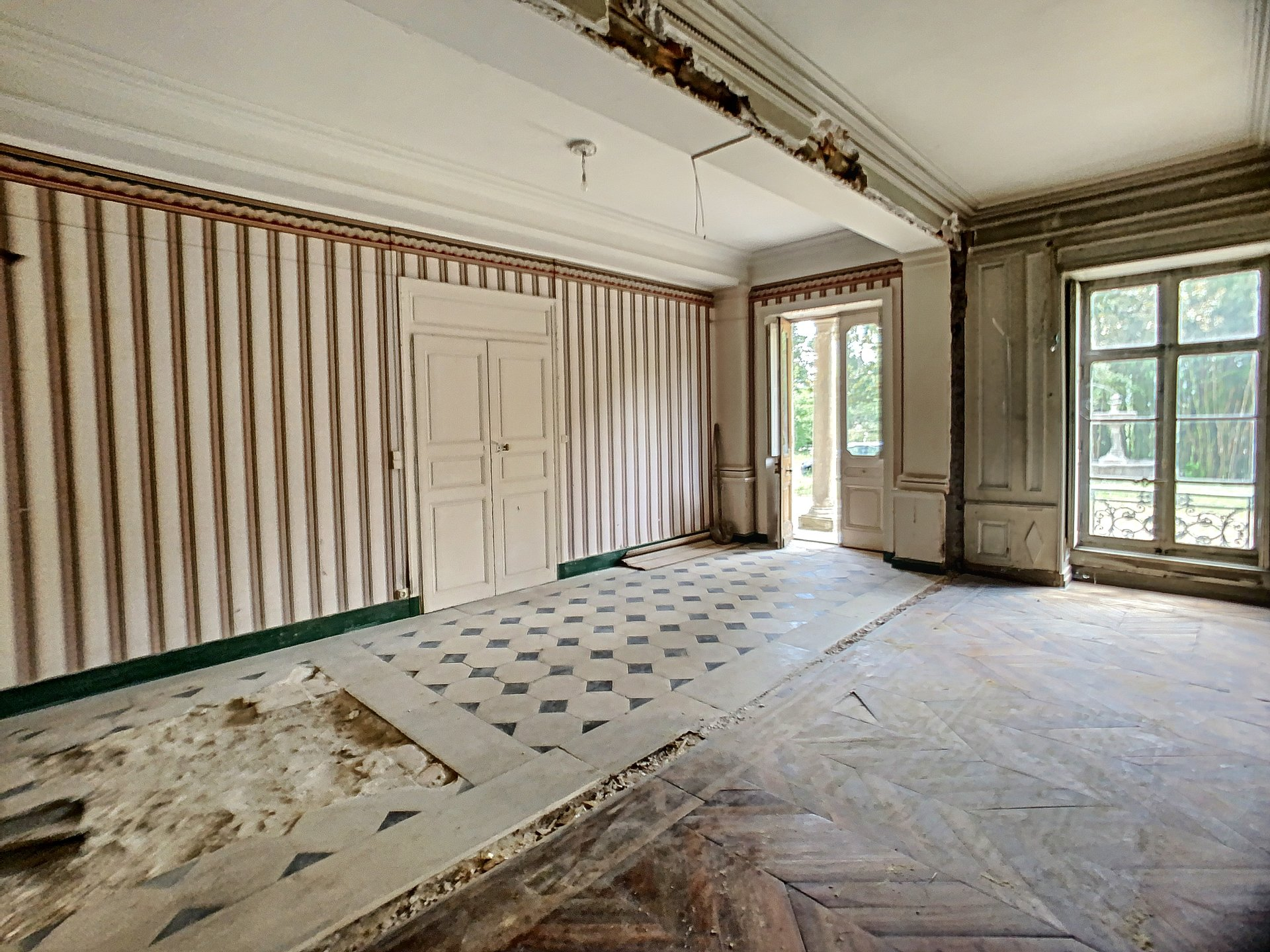 Dernière opportunité : Appartement Plateau à aménager dans maison bourgeoise.