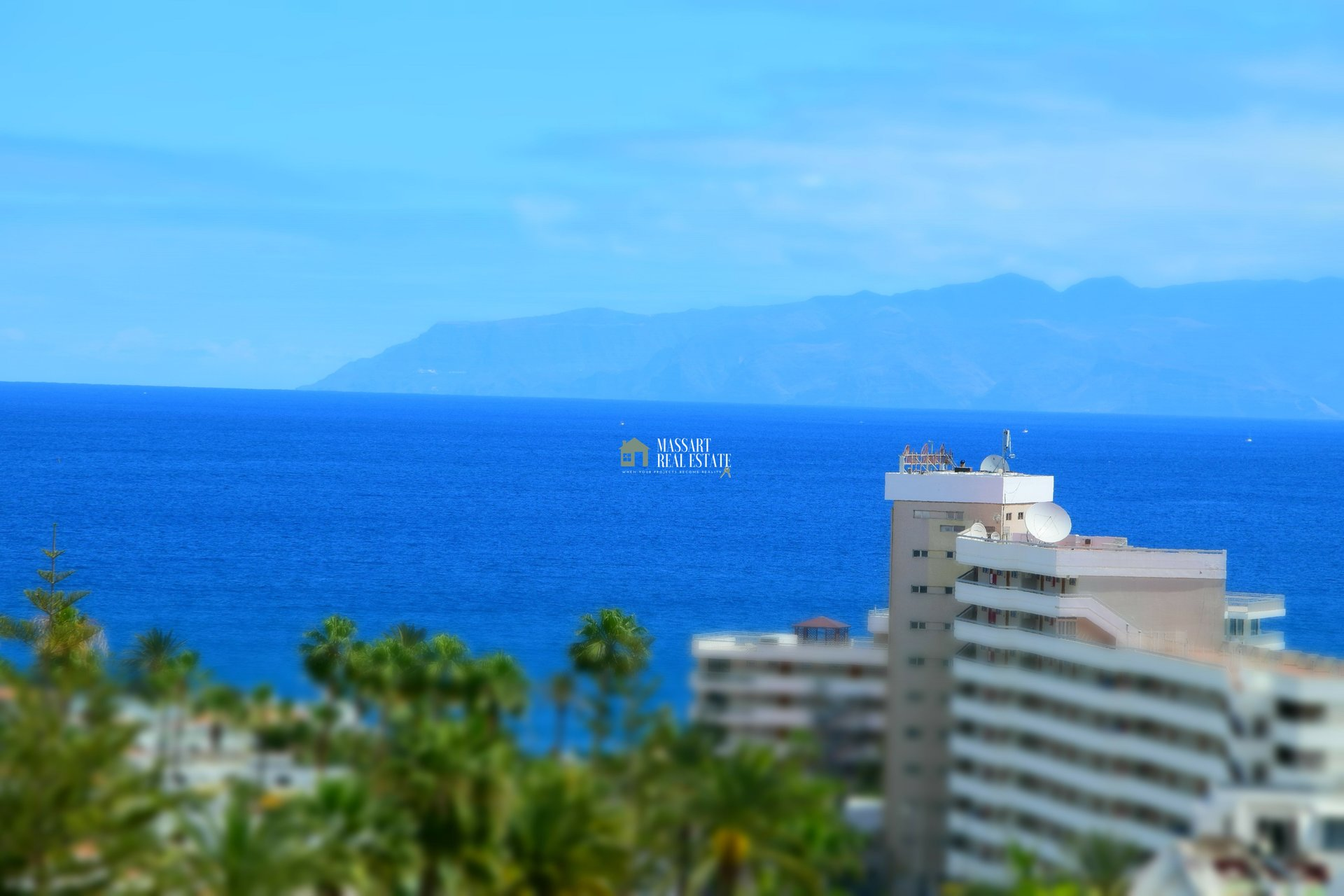 For sale in Las Americas, in the Las Terrazas residential complex, a 55 m2 furnished and recently renovated apartment.