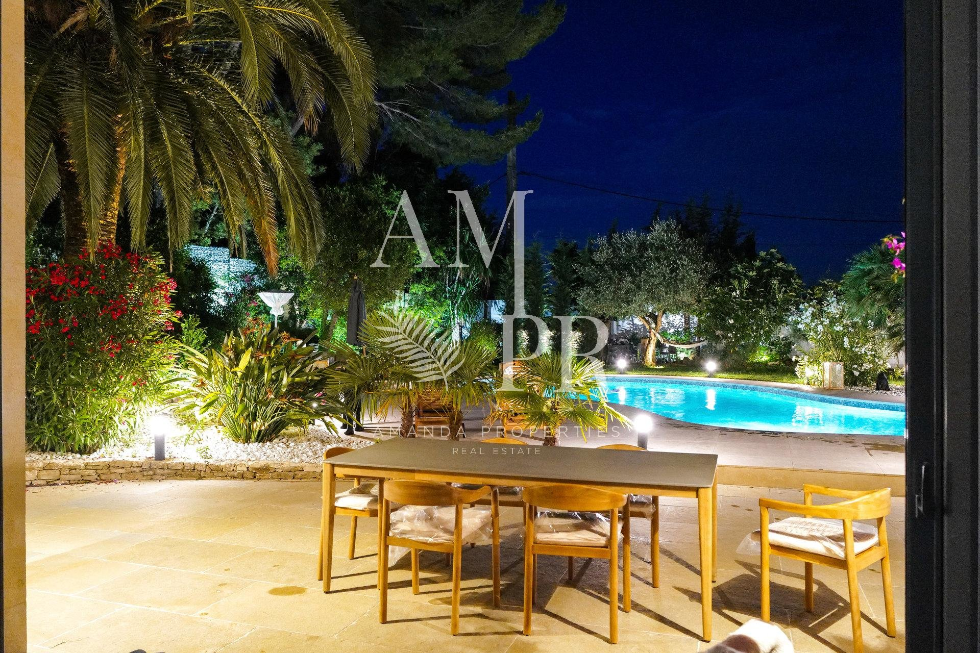 Luxurious property - sought after area