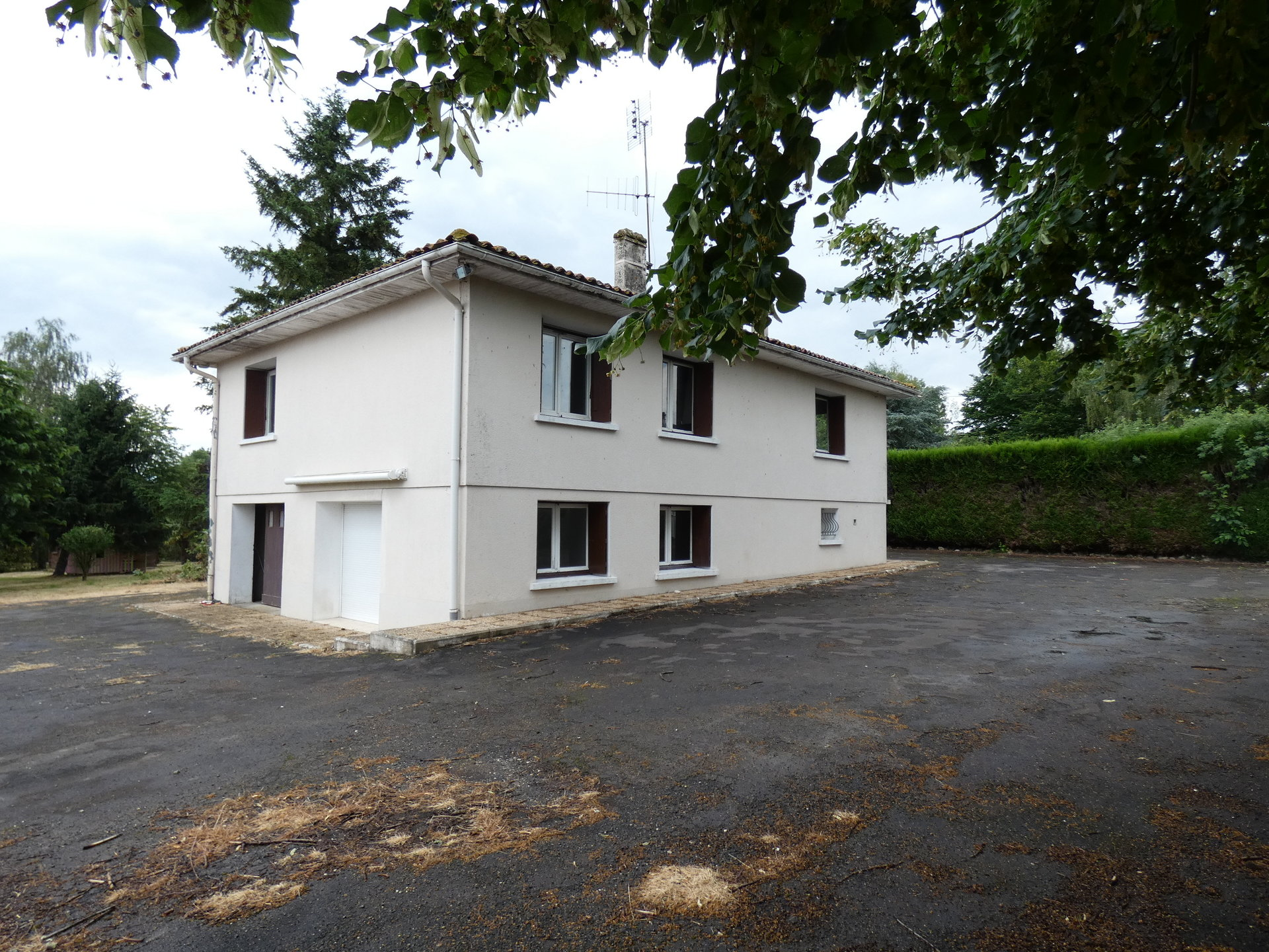 house on basement in Mansle