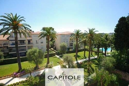 For sale, Cap d'Antibes borderline, beautiful 2 bedroom apartment, terrace, garage, cellar, beaches