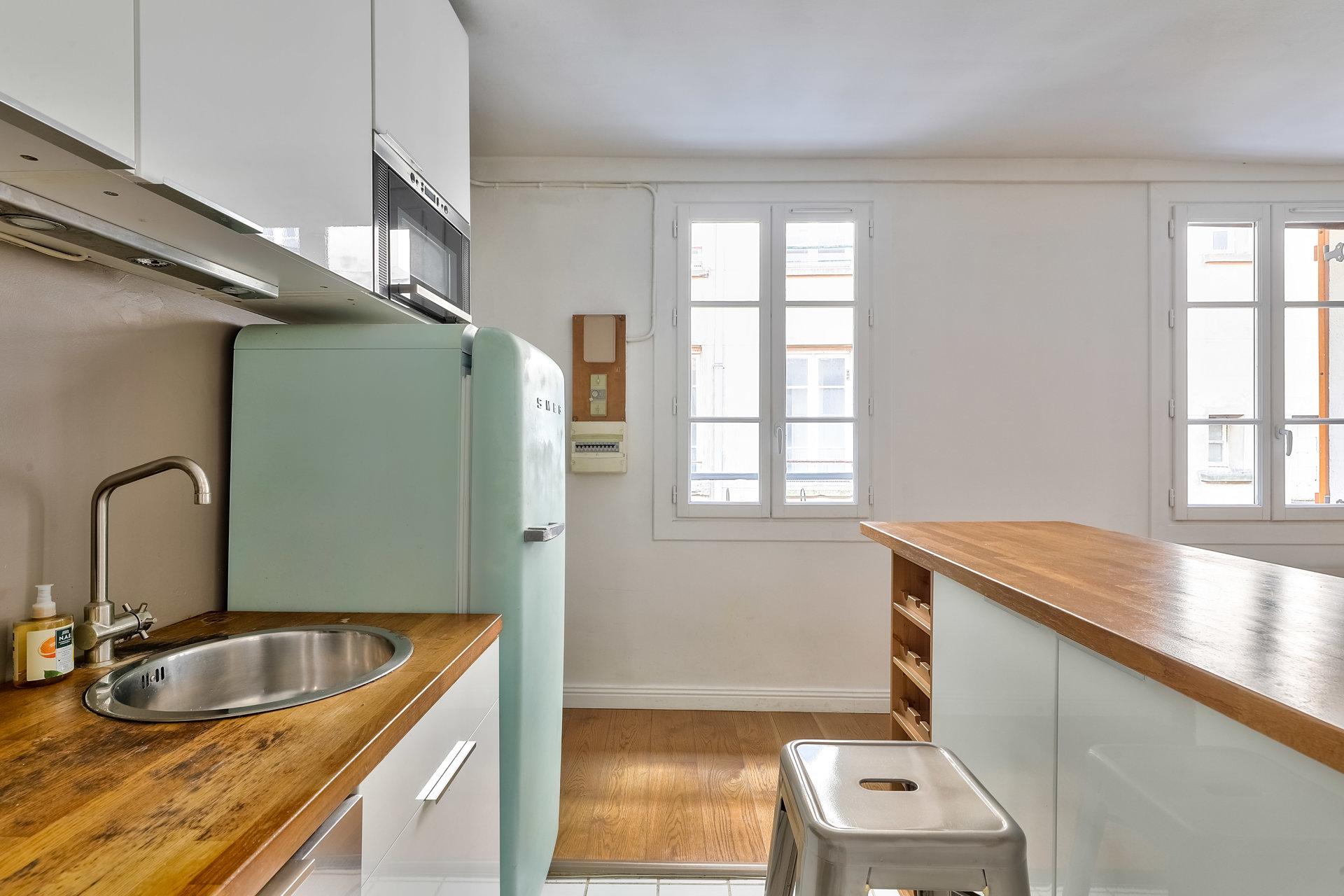 Paris - X ème - ÉGLISE SAINT LAURENT / JARDIN VILLEMIN - M° Château d'Eau - Grand 2/3 Pièces - LUMIÈRE - CALME ABSOLU