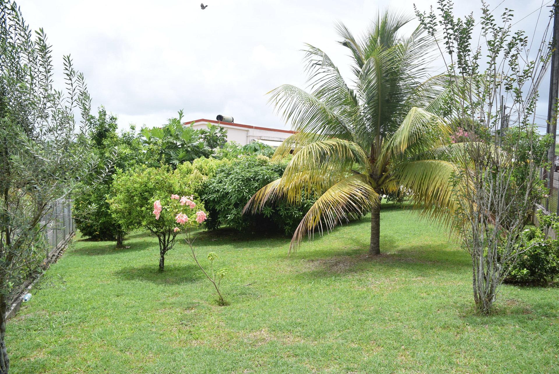 Vends villa F4 sur 1300m² de terrain, Saint Joseph
