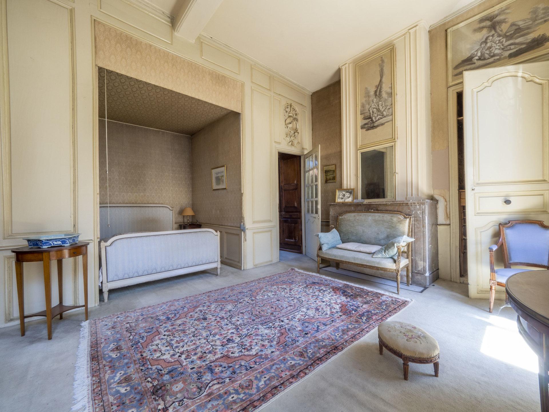 Hotel particulier de 600m2 en plein bourg d'Orthez