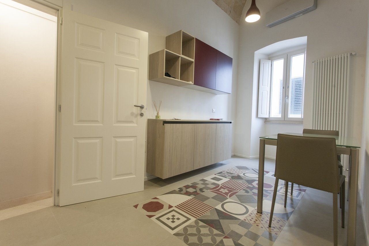 Stylish renovated and furnished 1 bedroom apartment