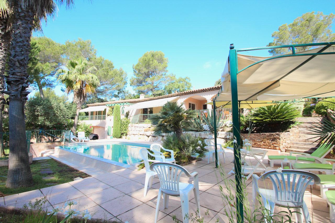 Large villa in the luxury Parc de Saint Raphaël, Domaine de la Tour