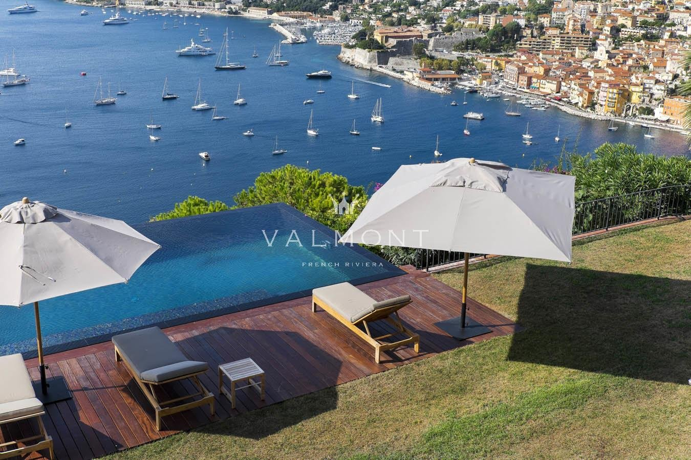 ELEGANT PROPERTY DOMINATING THE BAY OF SAINT JEAN CAP FERRAT