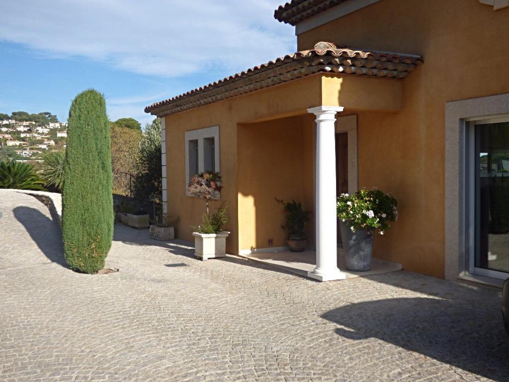 Belle villa avec piscine à Golfe-Juan sur la Côte d'Azur.