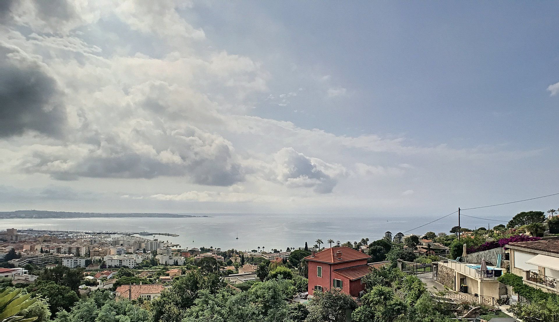 Three-bed duplex apartment, two terraces, fabulous sea view in Golfe-Juan