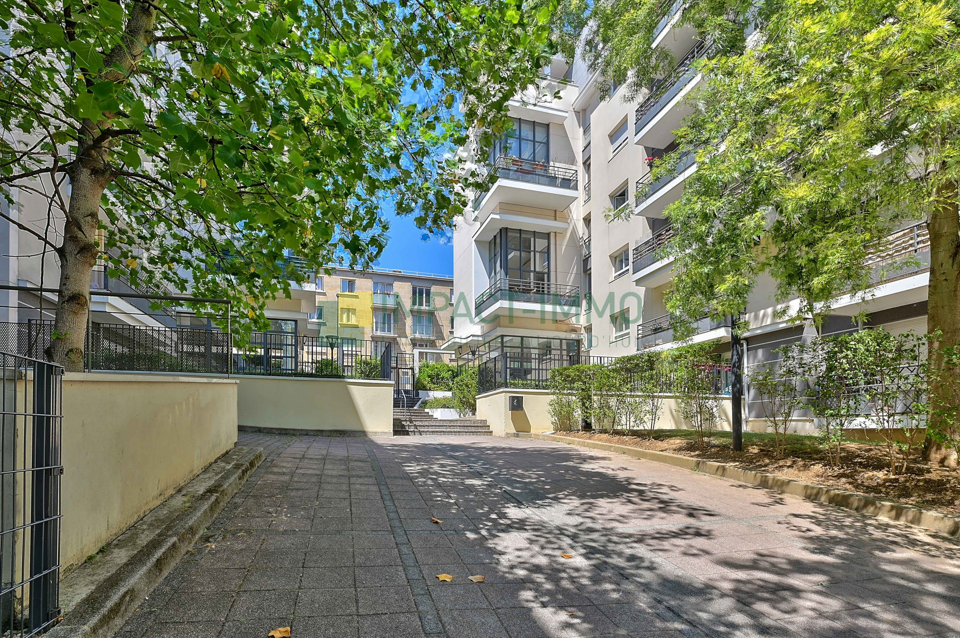 SURESNES IMMEUBLE 2008 4P 3CH 92M2 BALCON TERRASSE DOUBLE PARKING