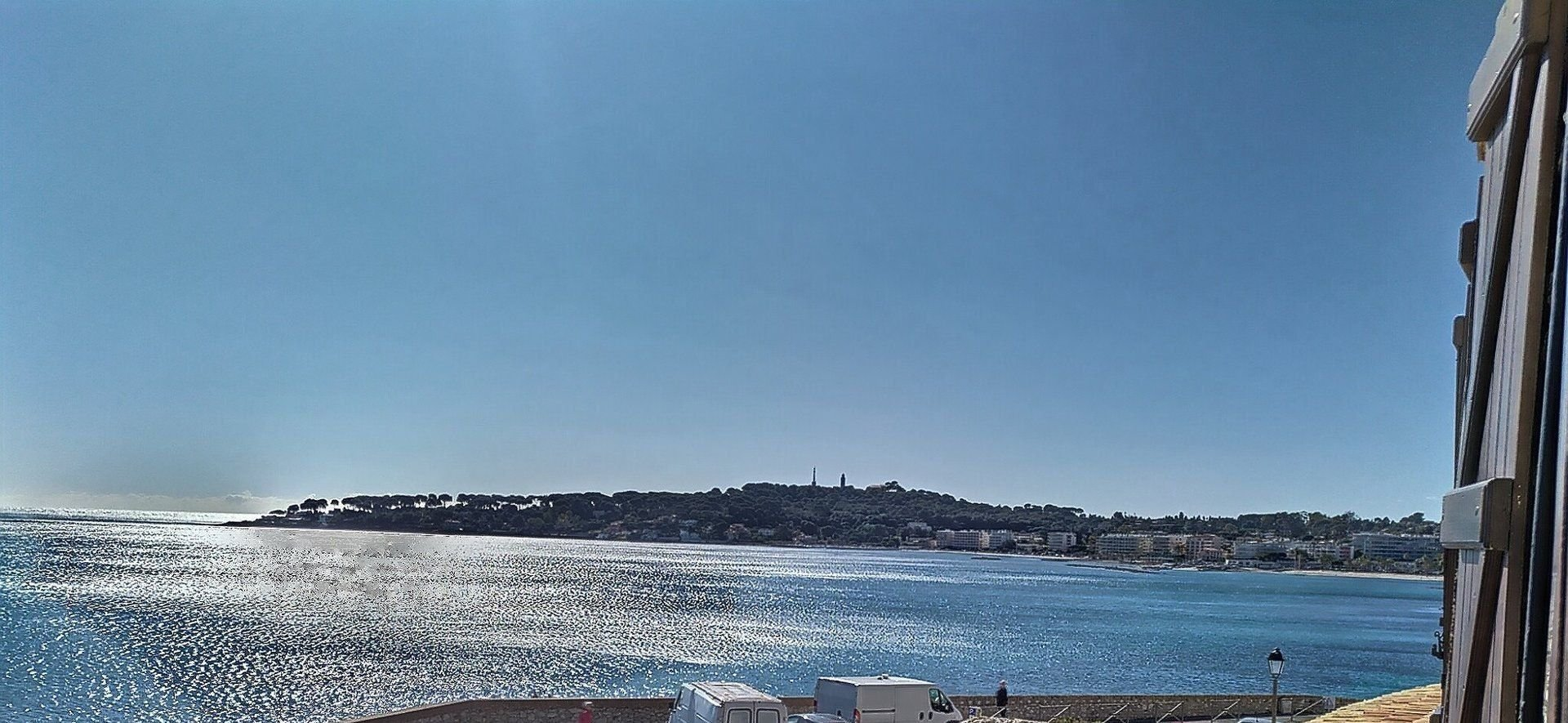 Vieil Antibes / 3 BEDROOMS REMPARTS / FRONT OF THE SEA !