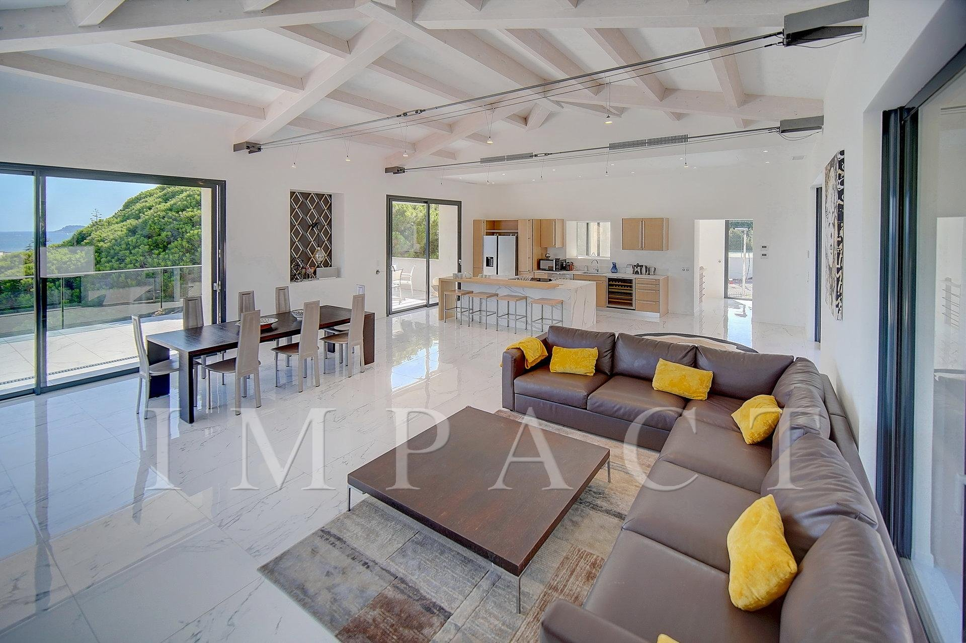 4 bedroom renovated villa with swimming pool to rent in Cannes