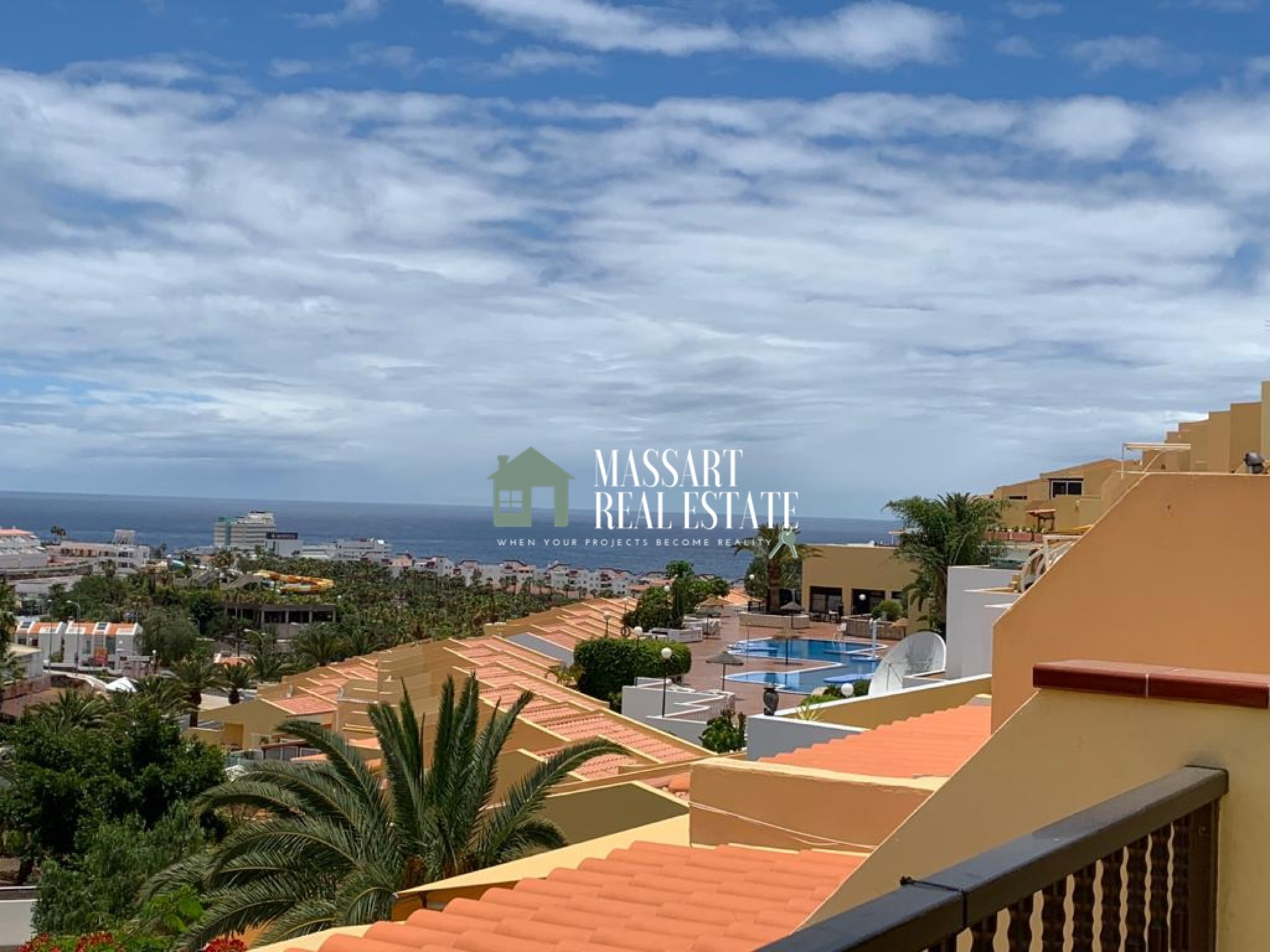 For sale in San Eugenio, in Las Brisas residential complex, a 52 m2 furnished apartment with panoramic sea views.