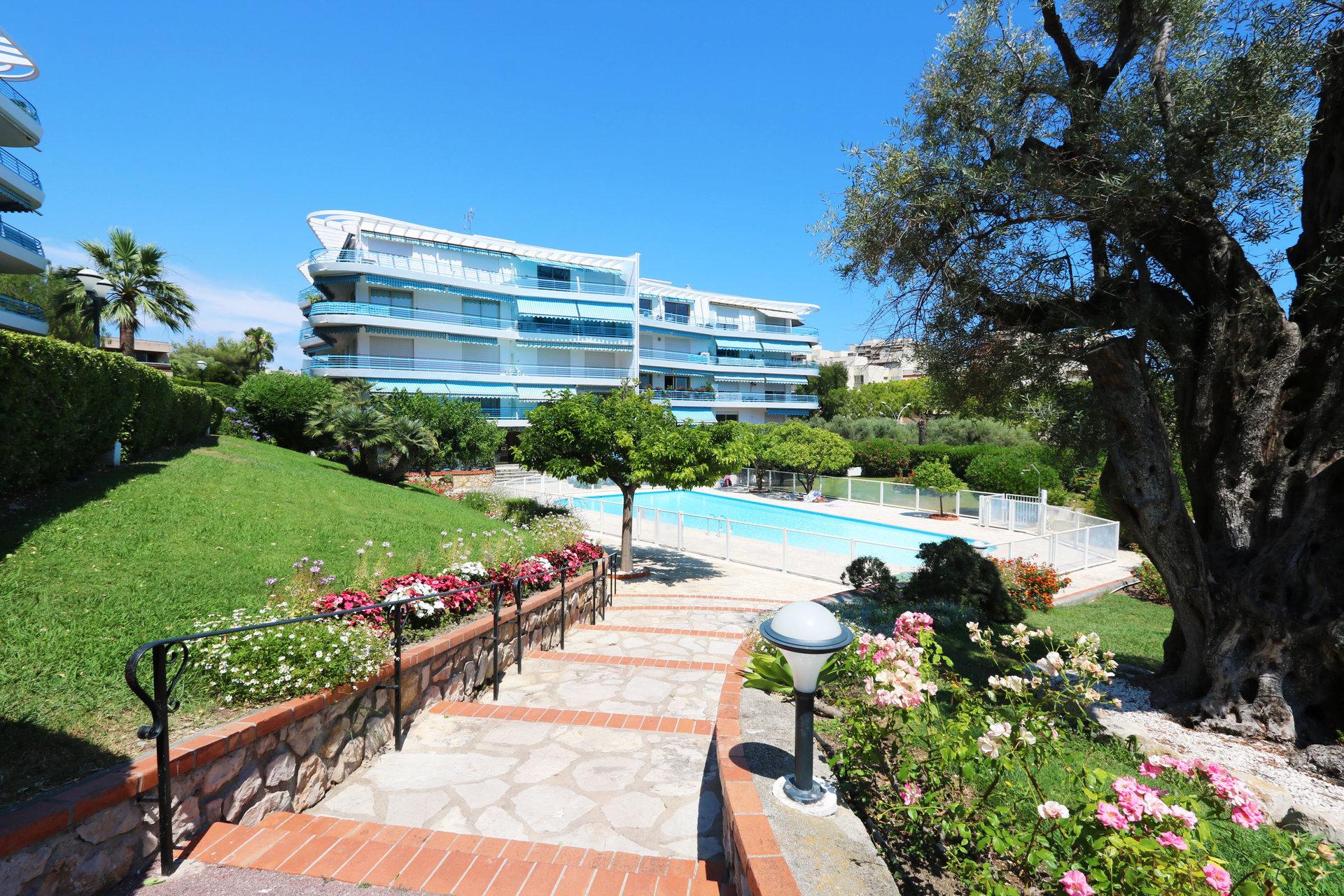 Real estate Côte d'Azur – France – Vaneau – 1