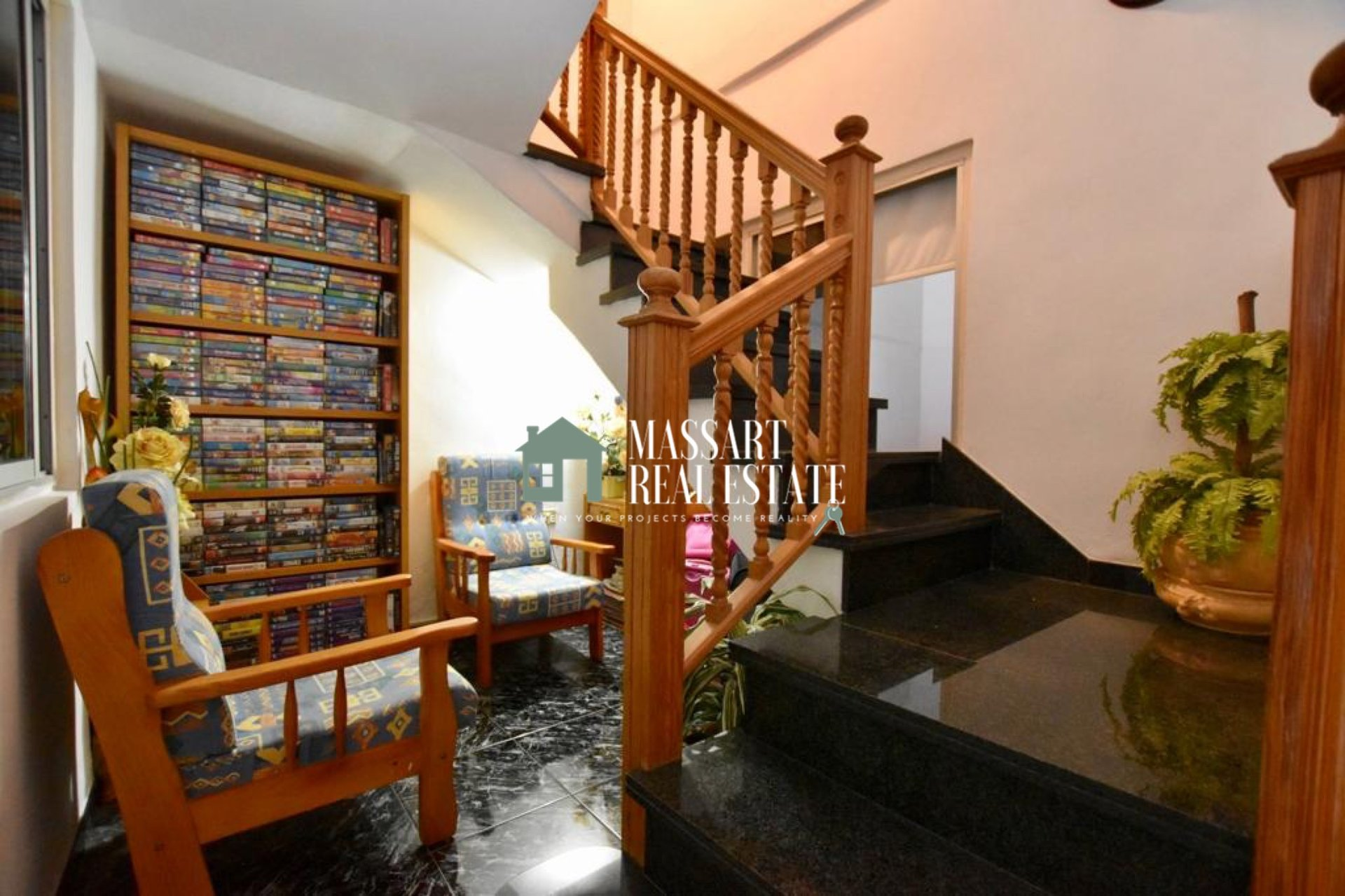 INVESTMENT WITH GUARANTEED PROFITABILITY? - House of 155 m2 for sale located in the center of Adeje and distributed over 2 floors.