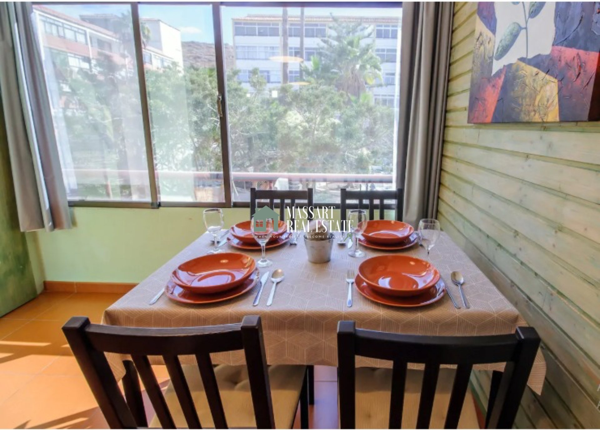 A vendre à Costa del Silencio, appartement de 47 m2 entièrement rénové et meublé ... idéal pour investissement ... il a une licence de vacances!