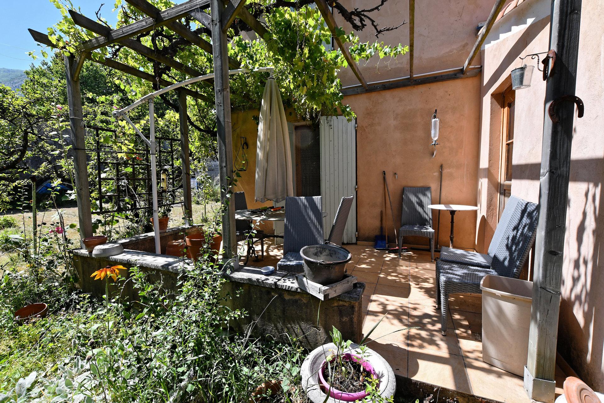 VILLA + maisonnette /studio + atelier