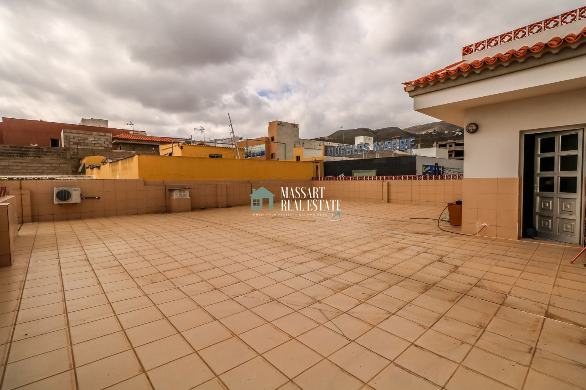 GREAT SALE OPPORTUNITY: SINGLE FAMILY HOUSE + LOCAL + GARAGE - Valle de San Lorenzo!