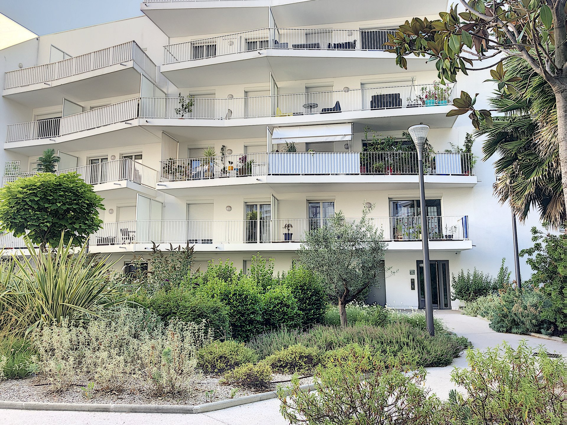 Cannes Center - Studio of 31 sqm with terrace and garage