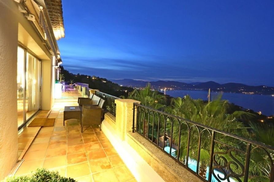 MAGNIFICENT SEA VIEW FOR THIS CHARMING VILLA