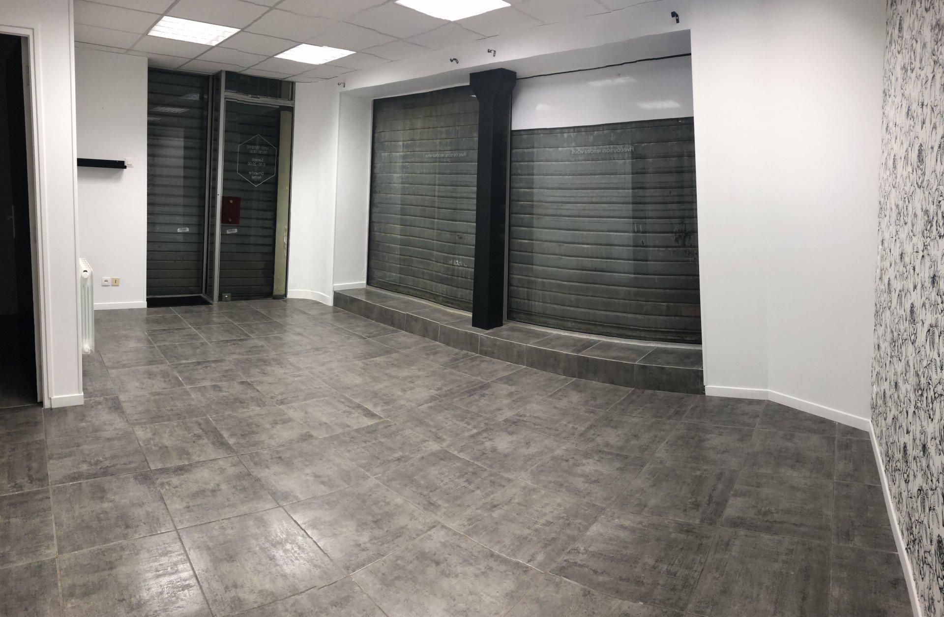 local commercial Elbeuf 35 m²