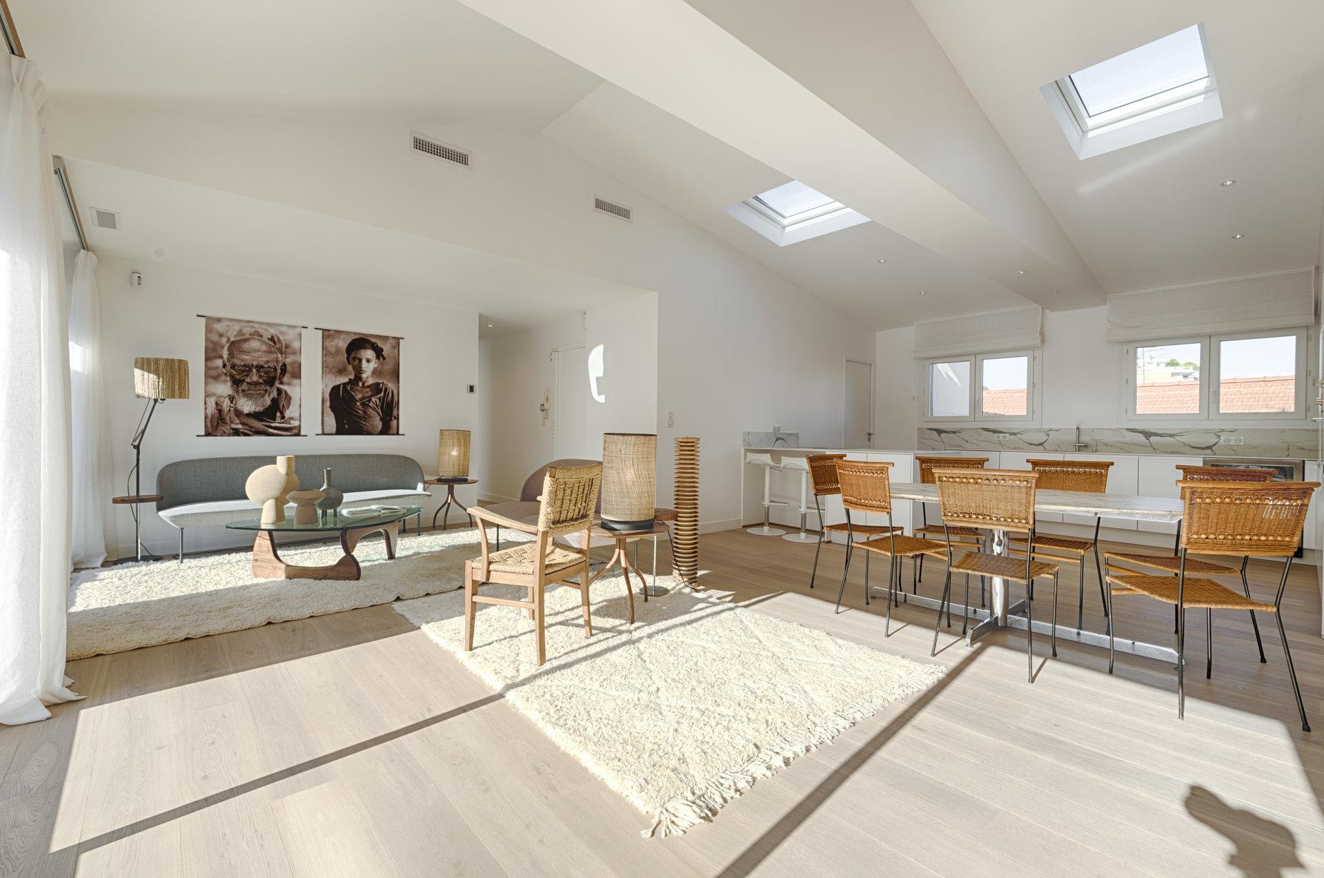 Kitchen bar, skylight
