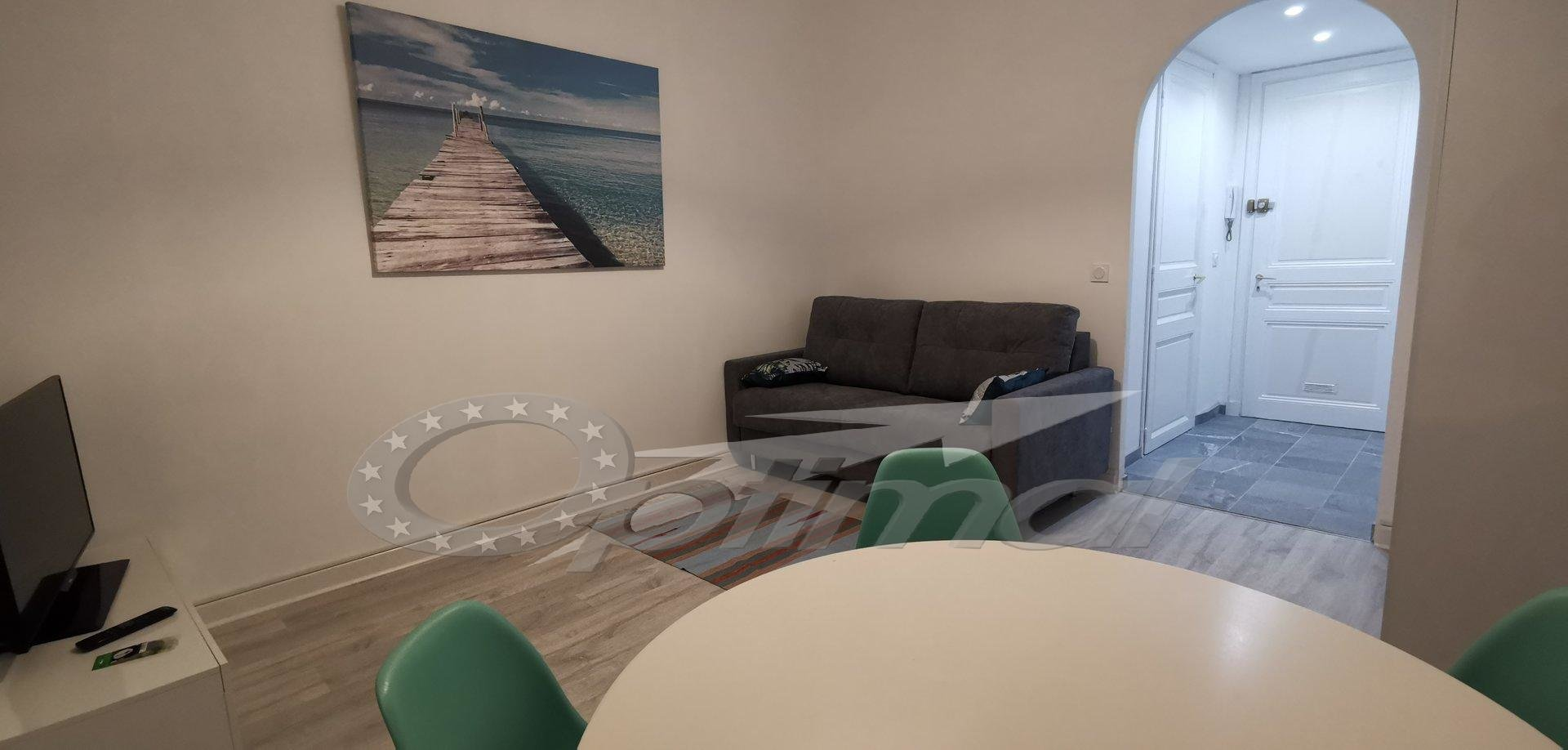 STUDIO MEUBLE PLEIN CENTRE MENTON