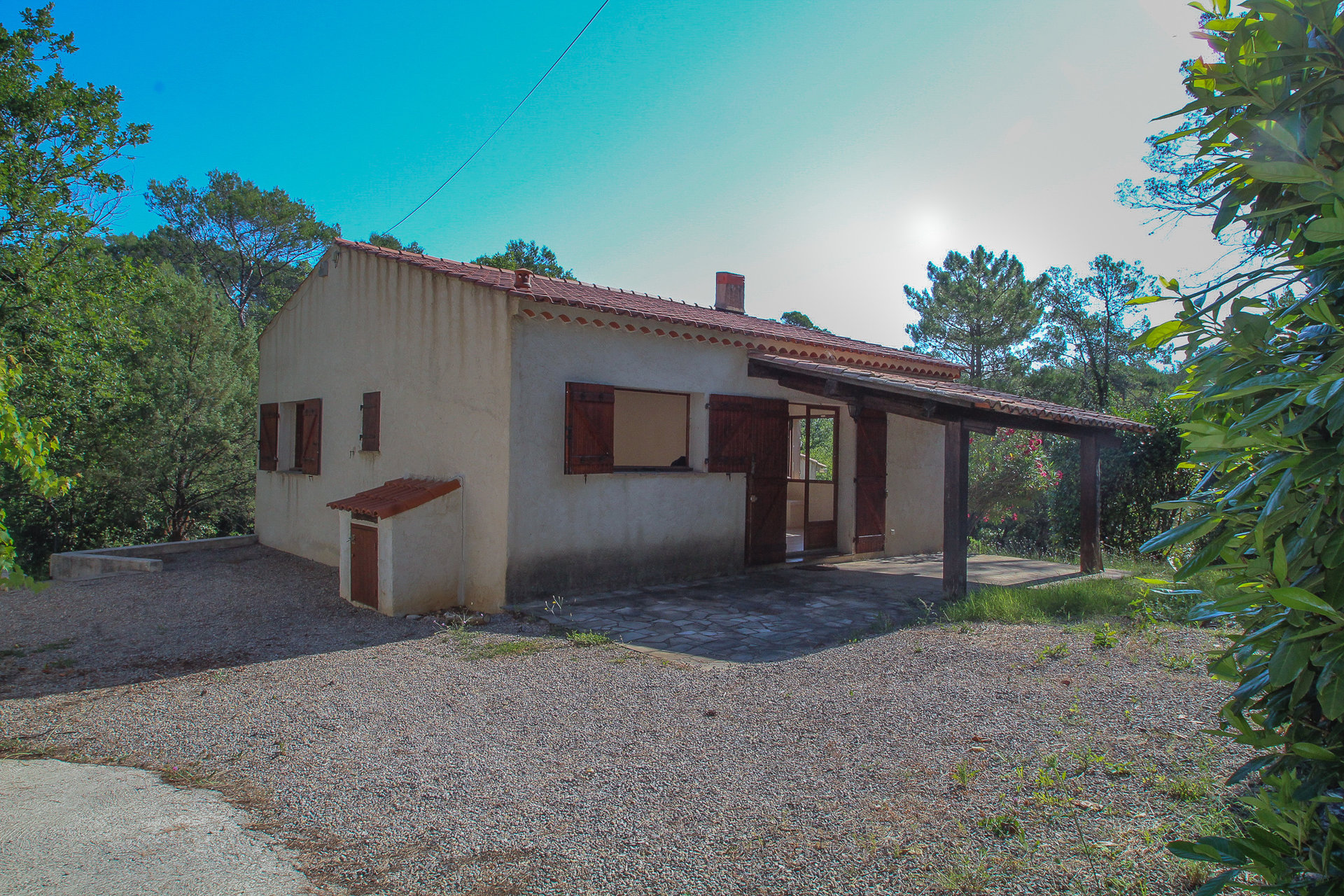 Villa in rural area on 3400m² Land with pool