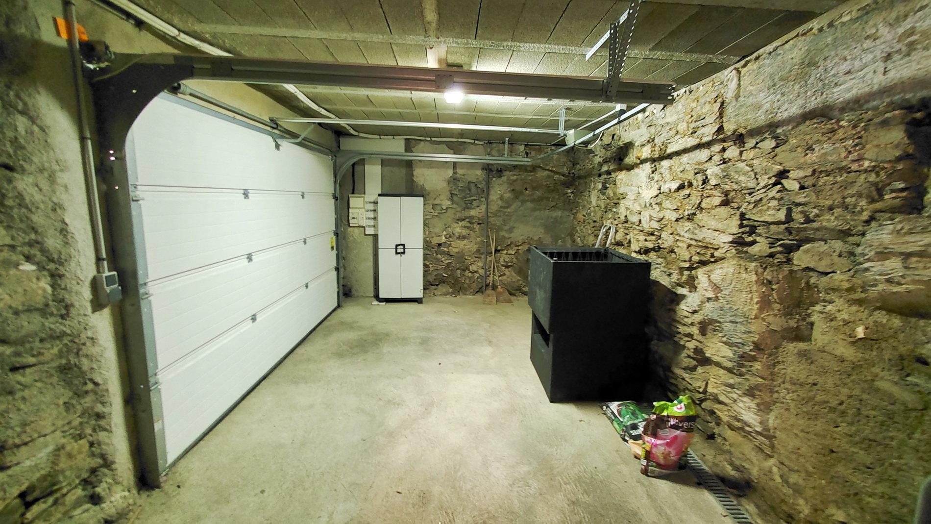 Charmigt byhus med garage och 2 terrasser