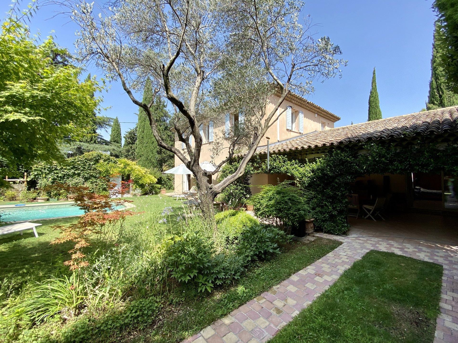 Villa D'architecte / Centre ville Aix