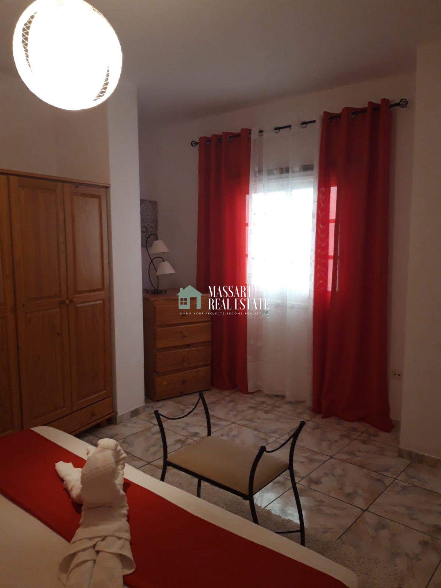 À louer à Armeñime, appartement meublé caractérisé par une vue panoramique et privilégiée sur la mer et l'île de La Gomera.