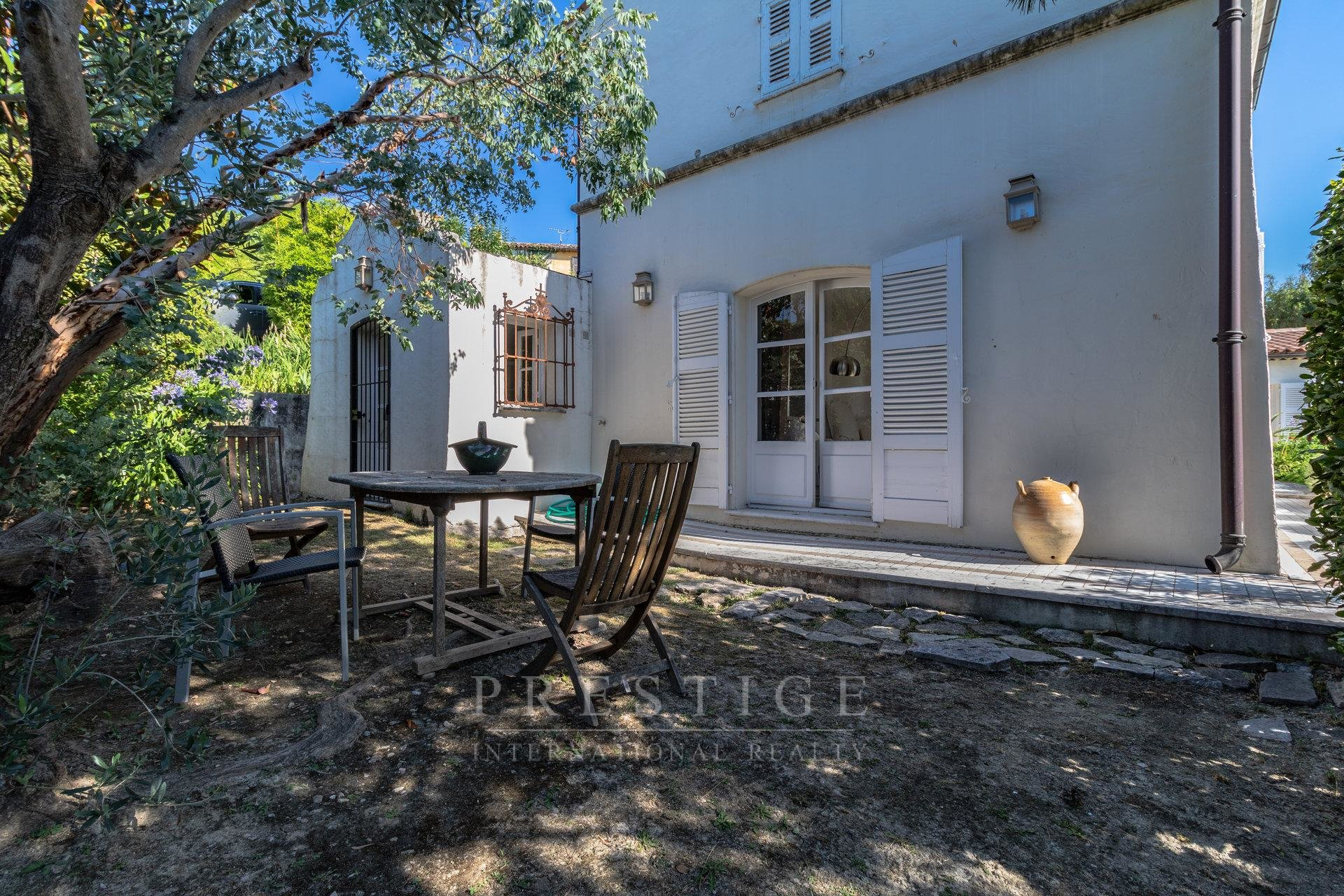 314 sqm property in La Colle-sur-Loup with pool