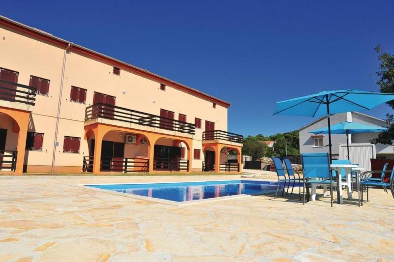Maison d'hôte de 13 appartements près de la mer en Croatie
