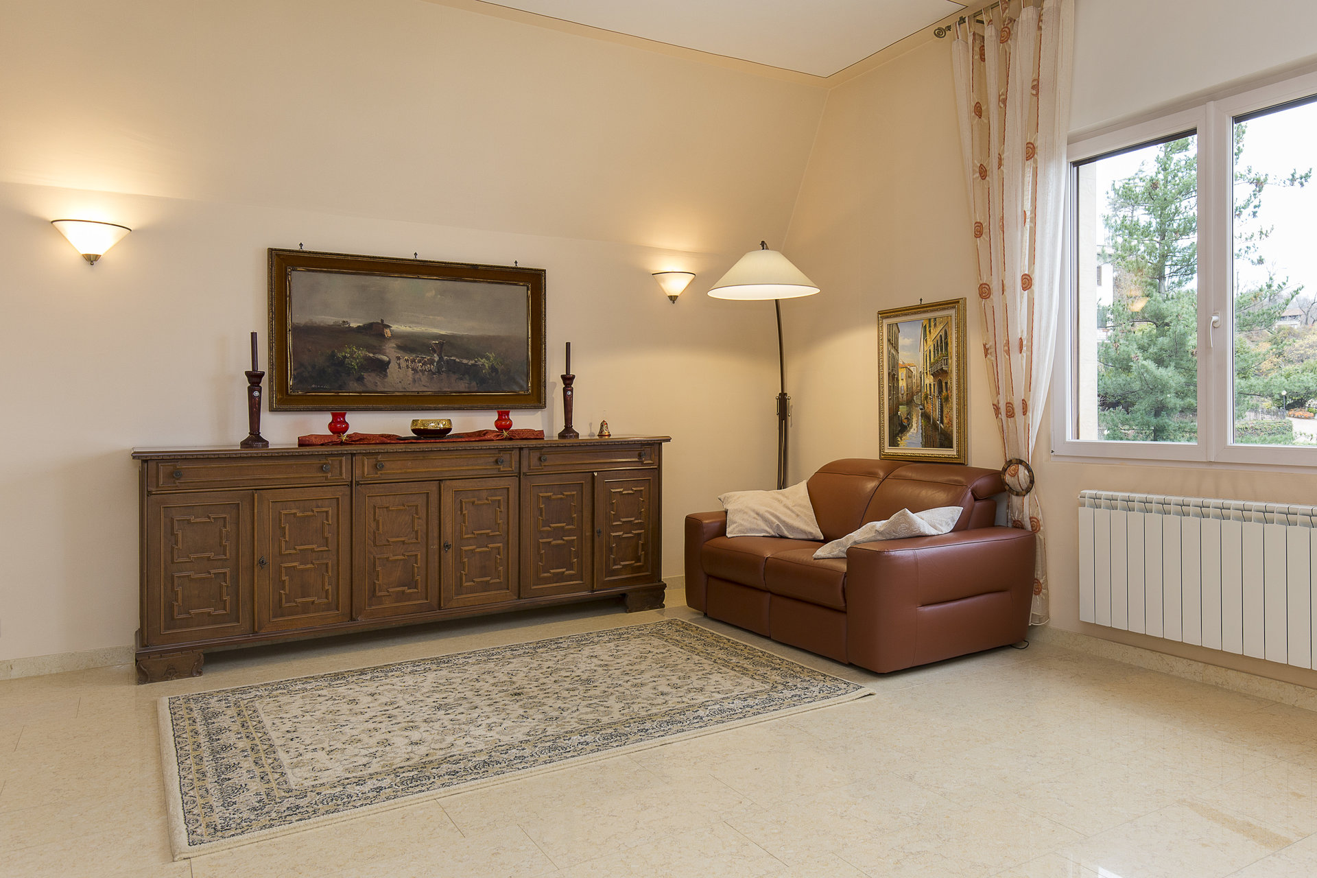 Villa for sale in Stresa with park and view on Borromean islands - sitting room