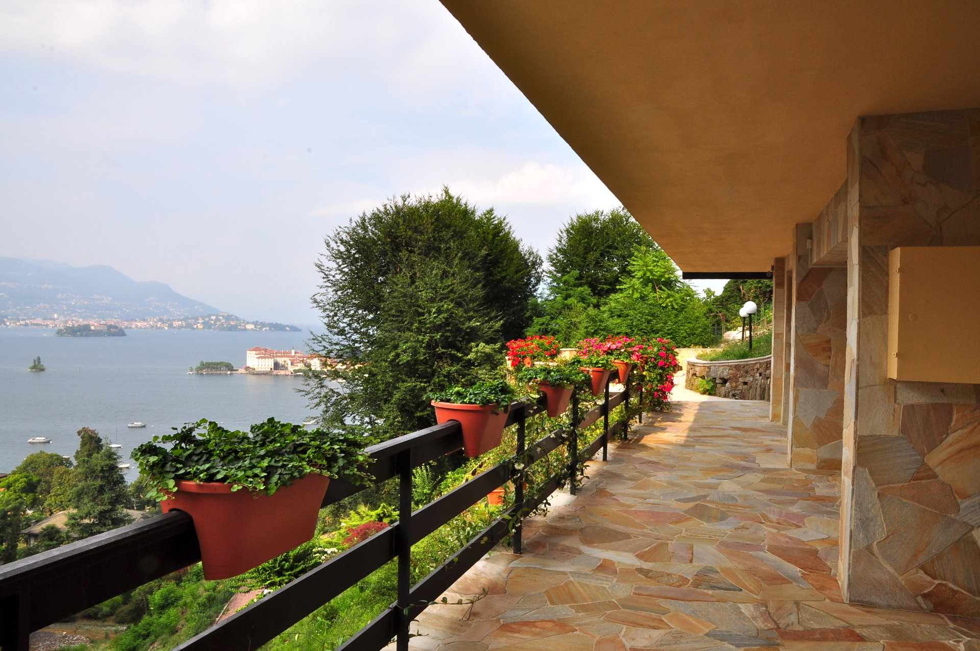 Villa for sale in Stresa with park and view on Borromean islands - balcony view