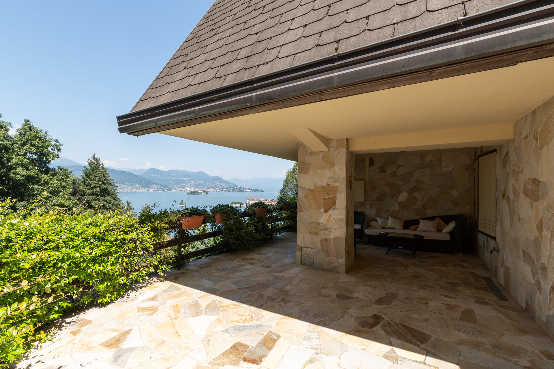 Villa for sale in Stresa with park and views over the Borromean Gulf