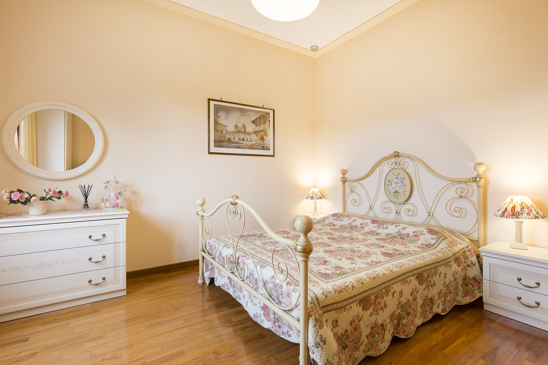 Villa for sale in Stresa with park and view on Borromean islands - bedroom
