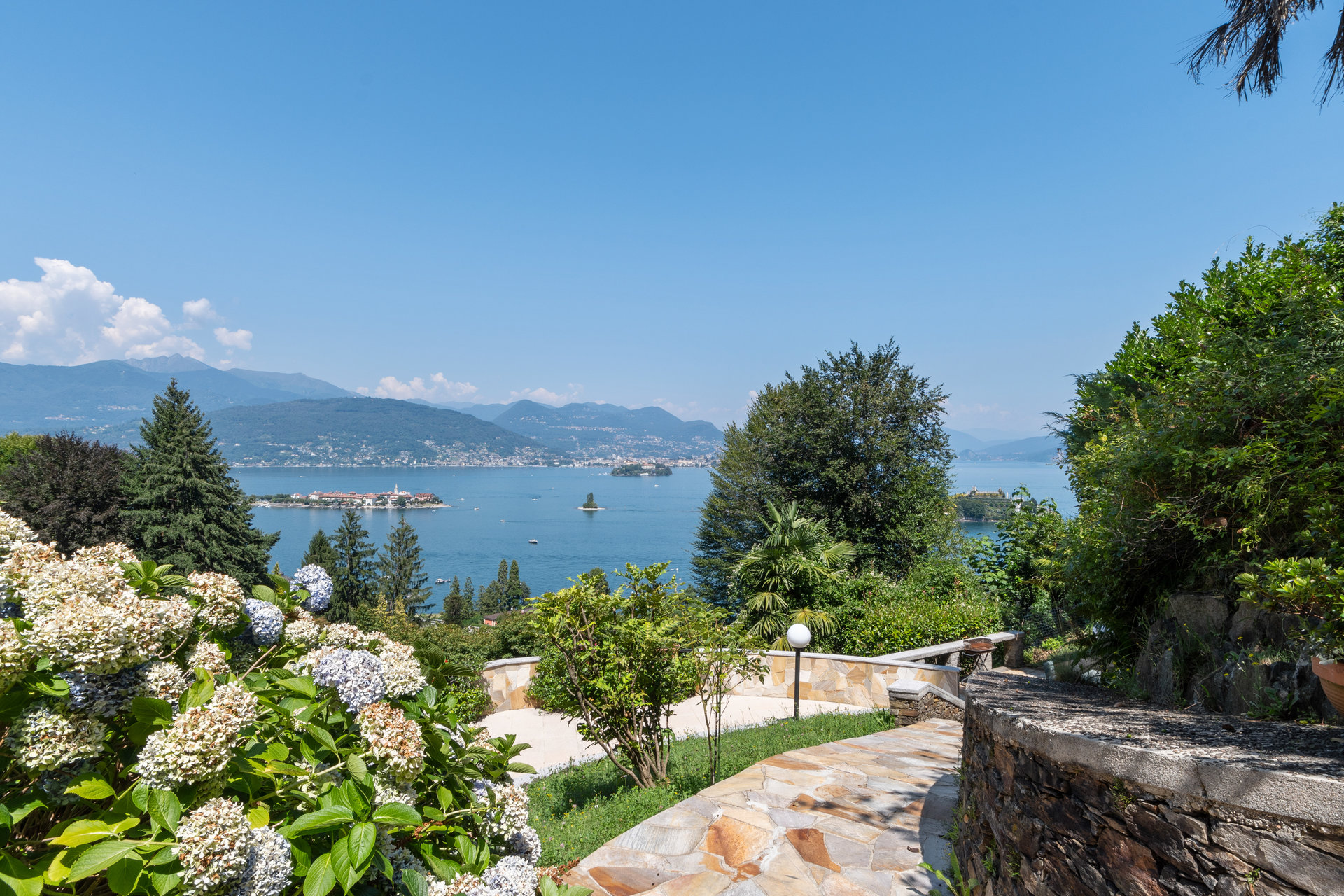 Villa for sale in Stresa with park and view on Borromean islands - lake view