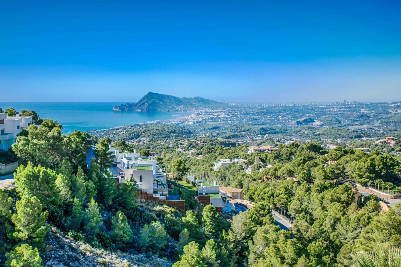 Maison de ville d'angle avec de superbes vues panoramiques sur la mer