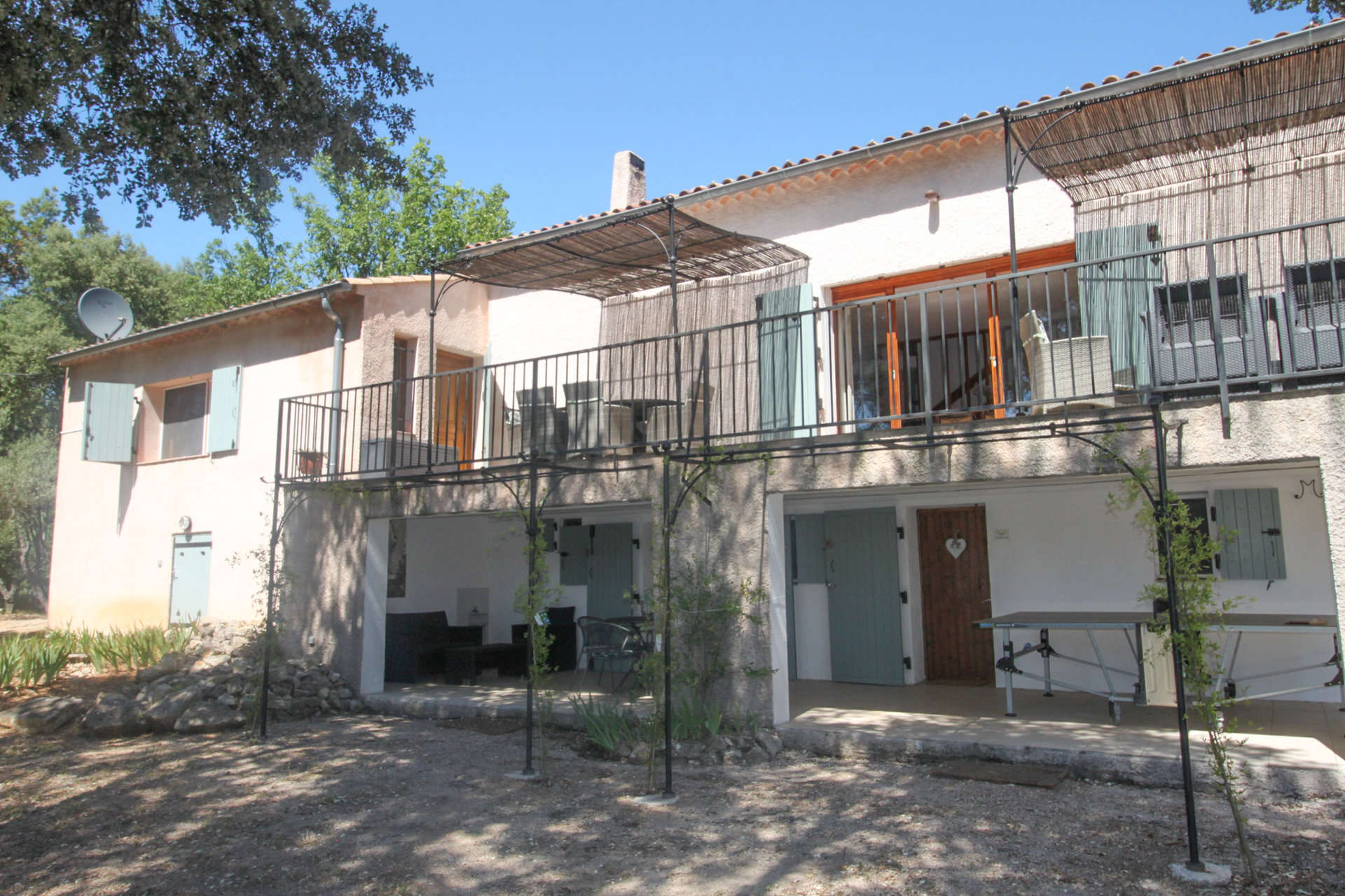 Spacious villa close to the village, with privacy and views