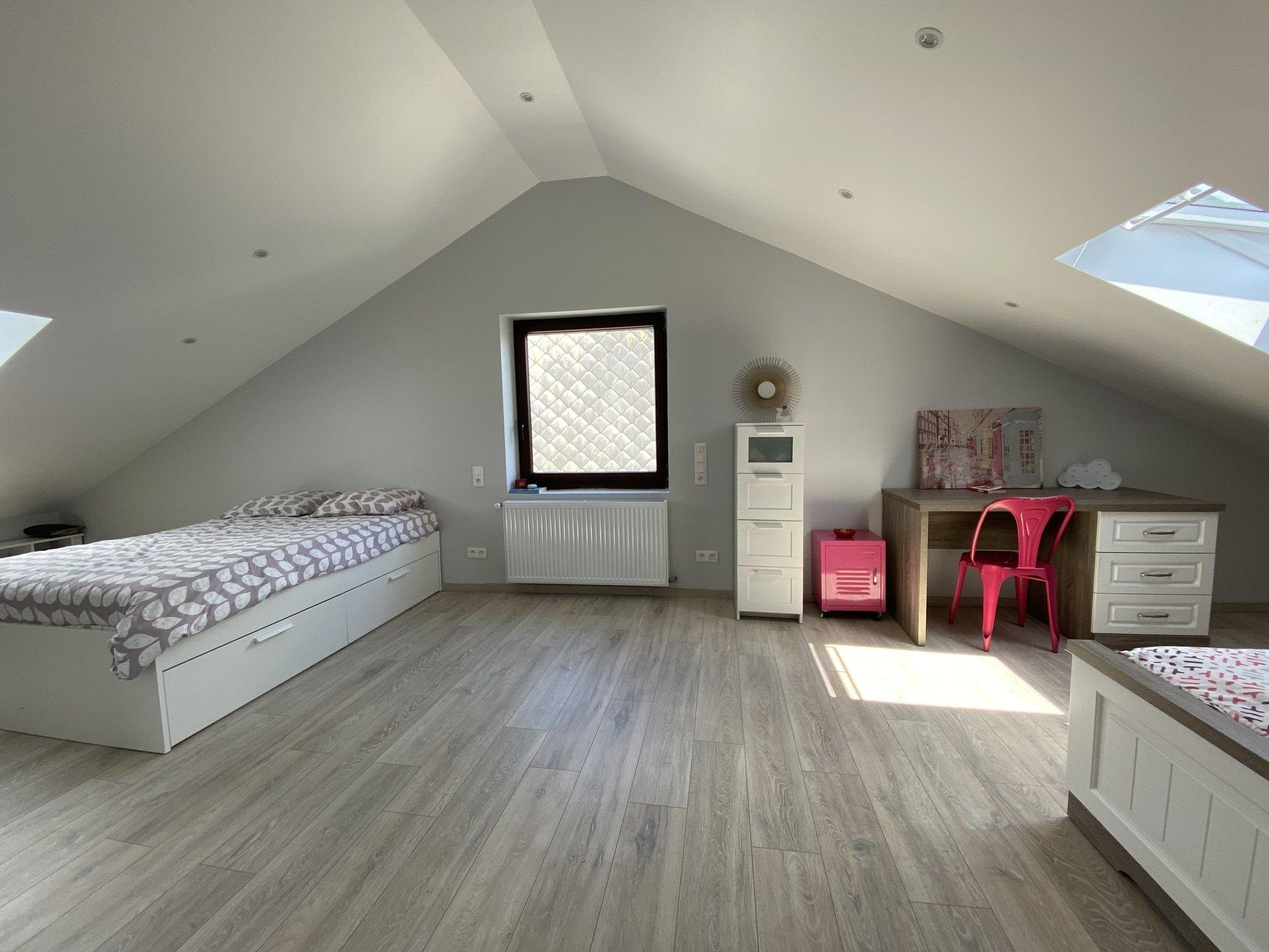Athus - Magnifique maison libre de quatre côtés