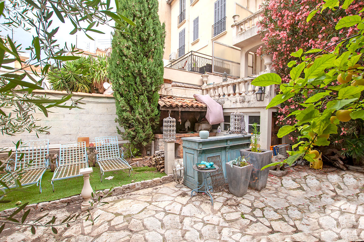 Cannes - Spacious renovated town house close to centre