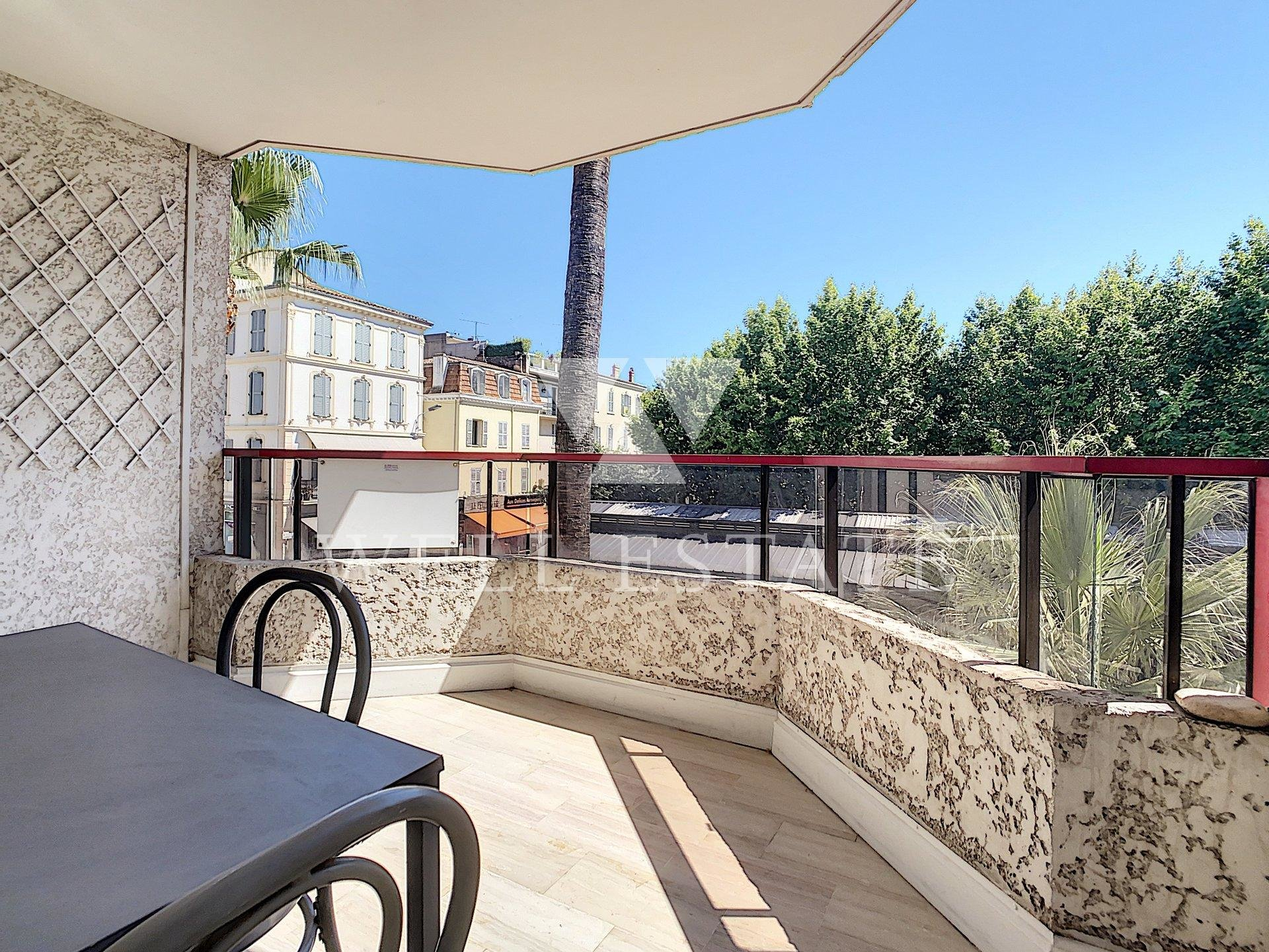 CANNES CENTRE 1 BEDROOM APARTMENT 52M2 WITH NICE SUD ORIENTED TERRASE