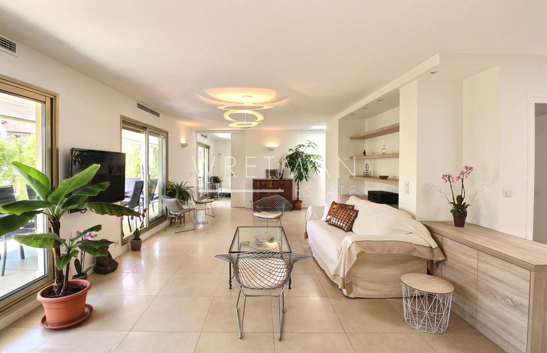 Large last floor apartment in the city center - Cannes