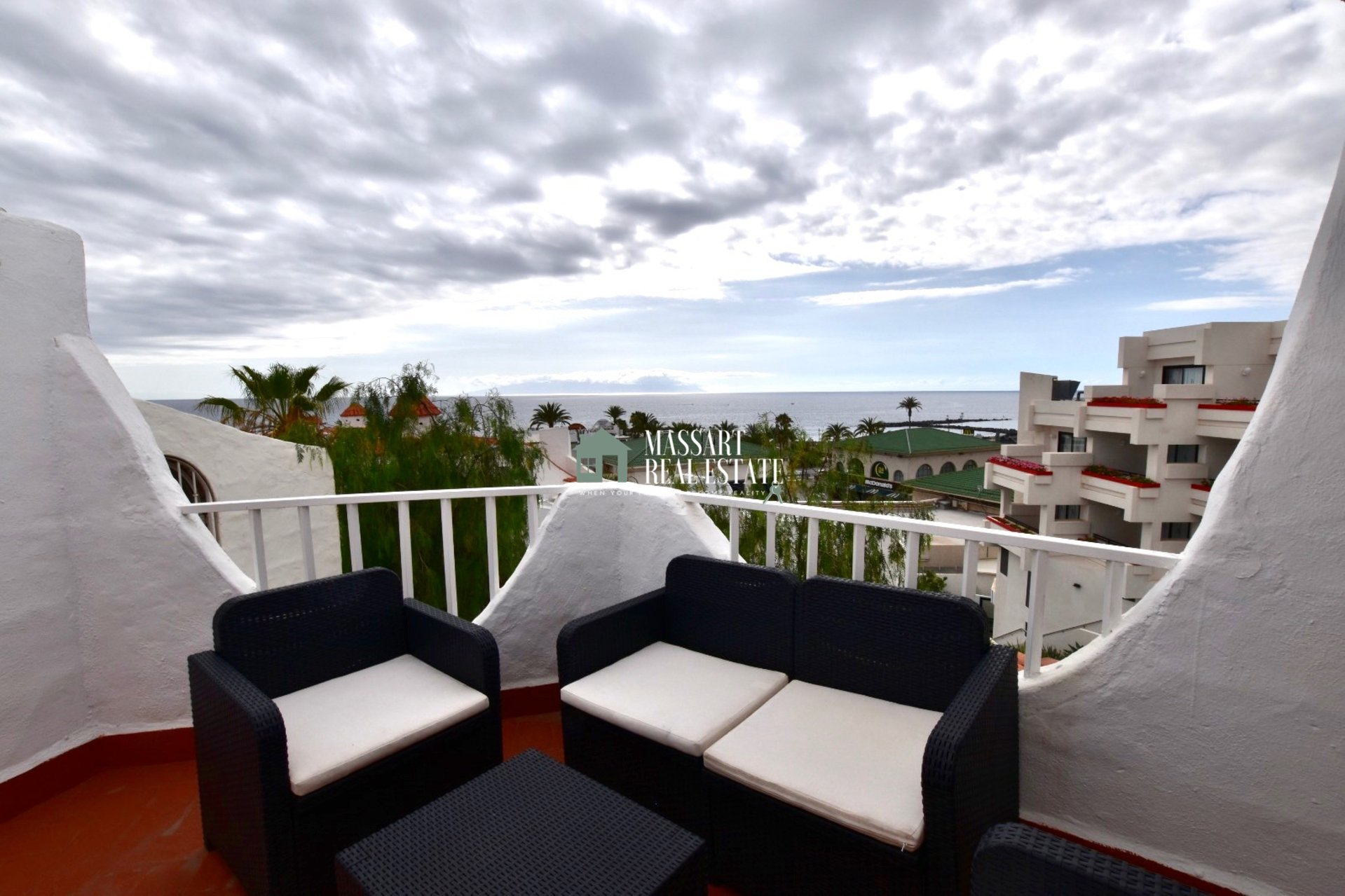 FOR RENT - Furnished triplex of 65 m2 in Playa de las Américas, in the residential complex Las Tortugas ... just 1 minute walk from the beach!